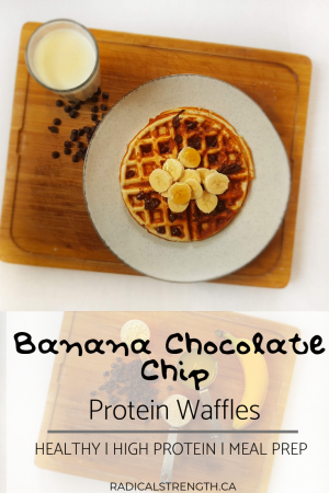 banana chocolate chip protein waffles recipe. Five ingredients and perfect for meal prep. #waffles #protein #mealprep #bananachocolatechip #proteinwwaffles #breakfast #healthybreakfast