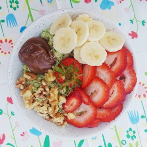 strawberry walnut nutella high protein oatmeal