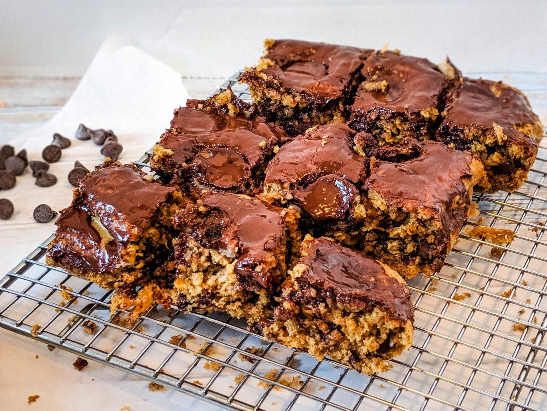 Healthy Chocolate Peanut Butter Oatmeal Breakfast Bars