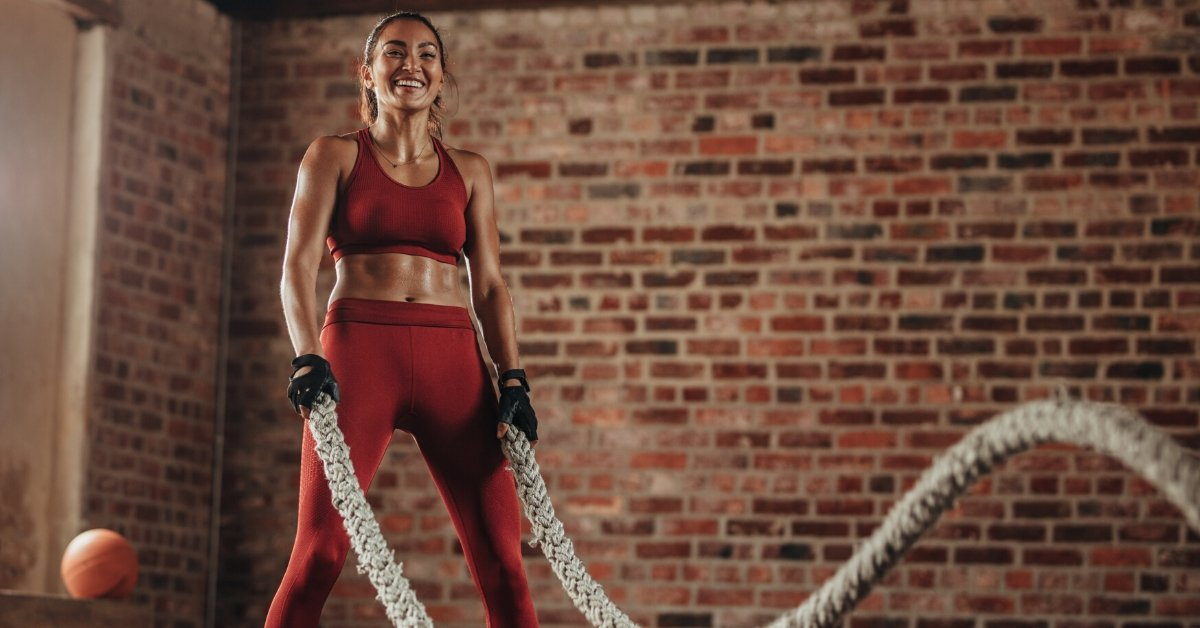battle ropes benefits strong woman